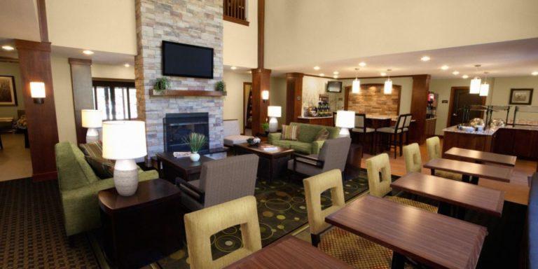 Staybridge Suites Guest Dining Lounge